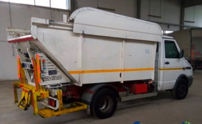 Iveco 59E12 con vasca ribaltabile e compatta rifiuti | ASSOPLAST